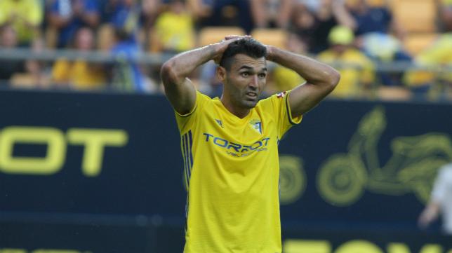 Barral lamenta una acción en el partido ante el Numancia