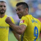 Barral, ex del Sporting, visitará Oviedo con la elástica del Cádiz CF.