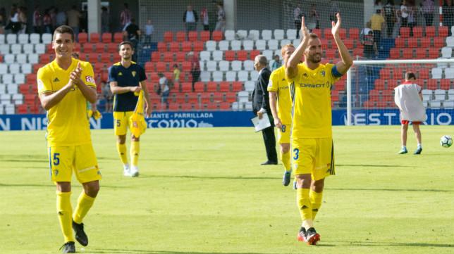 Los jugadores del Cádiz CF celebran la victoria en Lugo