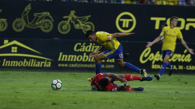 El Cádiz CF sacó un valioso empate ante el Numancia.