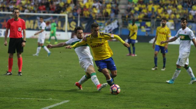 El colegiado vasco Sagués Oscoz dirigió el último Cádiz CF-Elche en partido oficial.