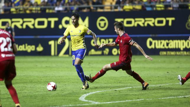 Nico, en el partido ante el Osasuna de Copa, entrando por el centro tras partir de la izquierda.