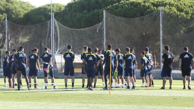 El Cádiz CF durante un entrenamiento.