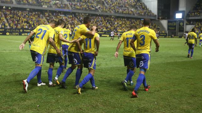 El Cádiz CF celebra un gol en un partido