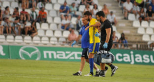José Mari en el momento en el que cayó lesionado en Córdoba