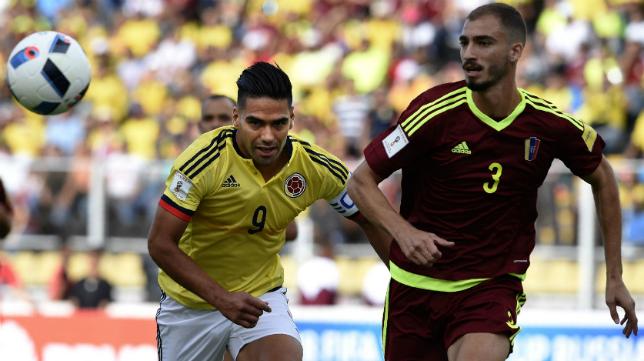 Villanueva ante Falcao en el Venezuela - Colombia.