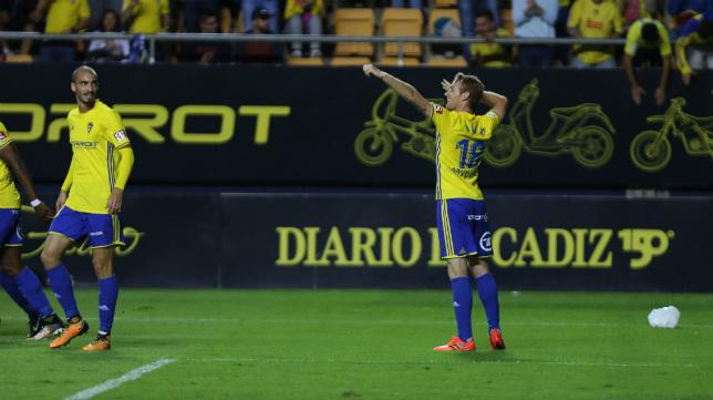 Alex se estrenó como goleador en el Carranza ante el Betis.