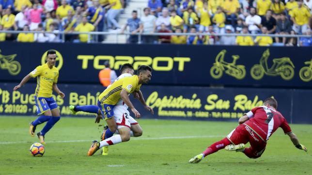 Barral no remata en el mano a mano con el portero del Rayo.