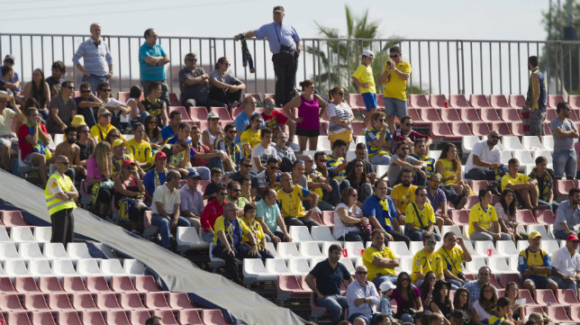 Los aficionados del Cádiz CF conocen bien la grada visitante de la ciudad deportiva sevillista de tantos años en Segunda B.