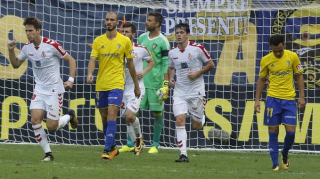 Mikel Villanueva en el partido ante la Cultural Leonesa.