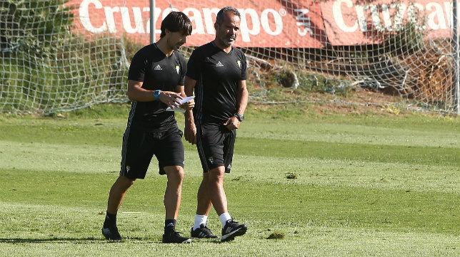 Patricio Pérez-Fon y Cervera caminan juntos en un entrenamiento.