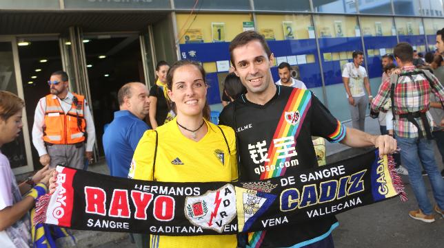 Hermanamiento entre aficionados del Cádiz y Rayo