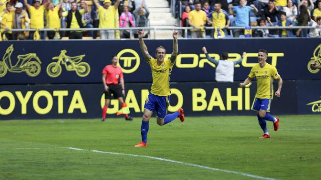 Alex celebra el gol de la victoria ante el Valladolid