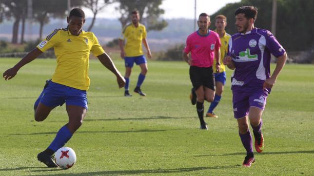 El Cádiz CF B debutará ante el Ciudad de Lucena.