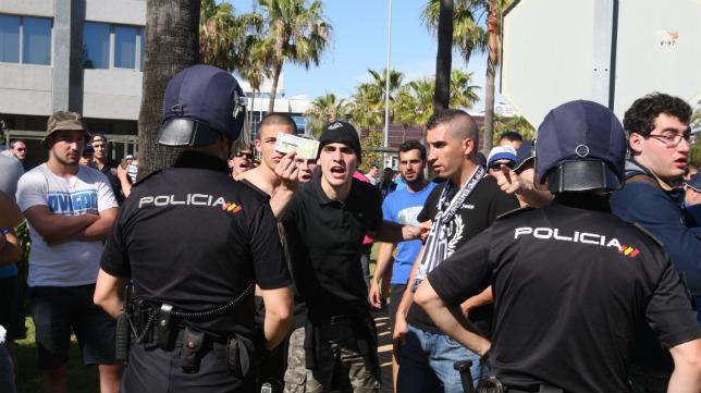 Los afectados tuvieron que seguir el partido desde el recinto de la Zona Franca próximo a Carranza.