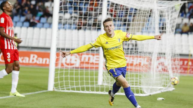 Salvi celebra el primer gol del partido.