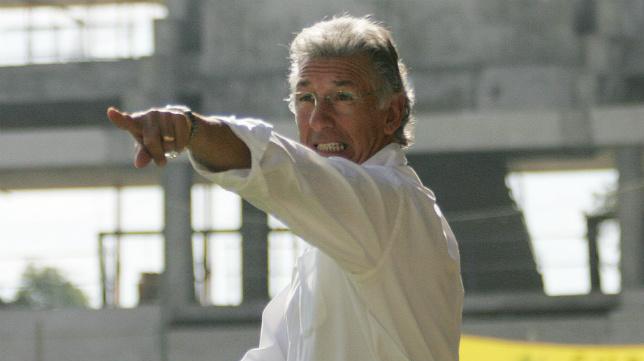 Víctor Espárrago pudo haber dejado de entrenar al Cádiz CF de caer en aquella tercera jornada en Almería.