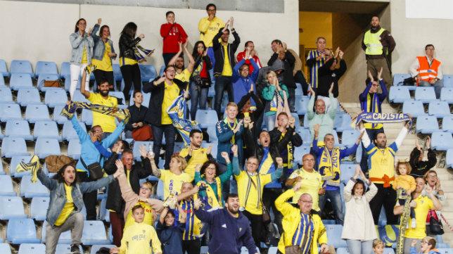 La afición del Cádiz CF disfrutó con la victoria en Almería.