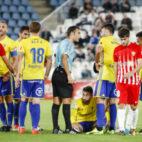 José Mari, en el suelo, supo parar el partido cuando peor se puso para el Cádiz CF.