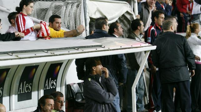 Oli sufrió un clima muy hostil en su visita a El Molinón cuando era entrenador del Cádiz CF.