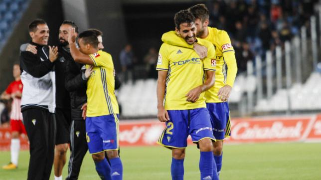 Carpio y José Mari se felicitan por una victoria.