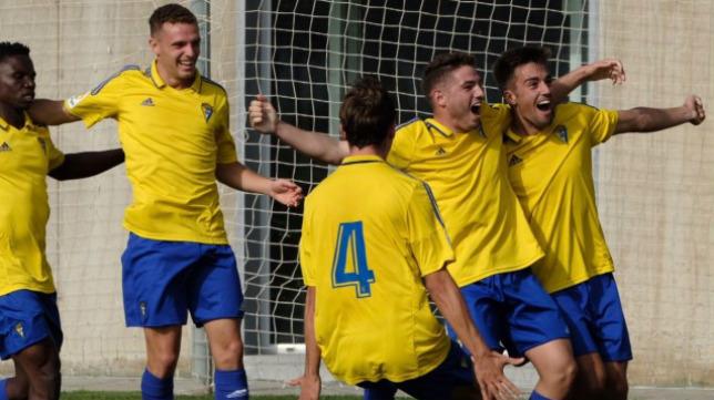 Un gol de penalti de Manu Vallejo en el último dio la victoria a los amarillos. / CCF