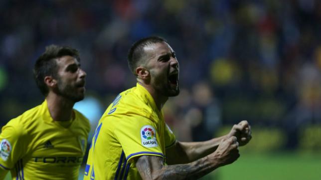 Carrillo celebra el gol ante el Reus.