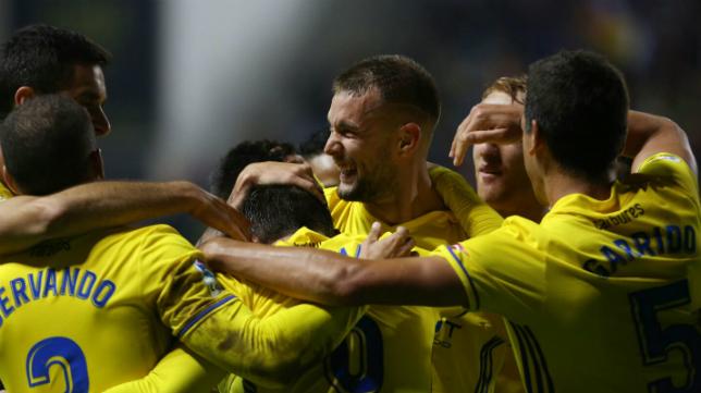 Los jugadores celebran el gol de Carrillo ante el Reus.