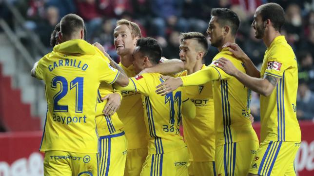 Los jugadores celebran un gol ante el Sporting en el partido de ida.