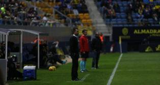 López Garai, entrenador del Reus, en la banda de Carranza