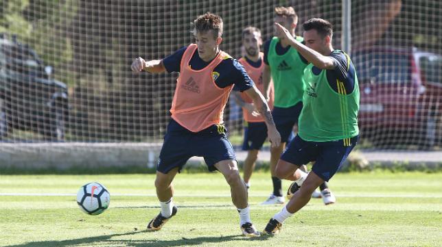 Álvaro y Salvi, las dos balas del Cádiz CF, son el mejor aval de Cervera ante el Alcorcón.