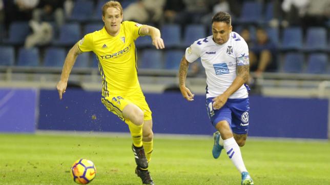 Alex Fernández en el partido en Tenerife