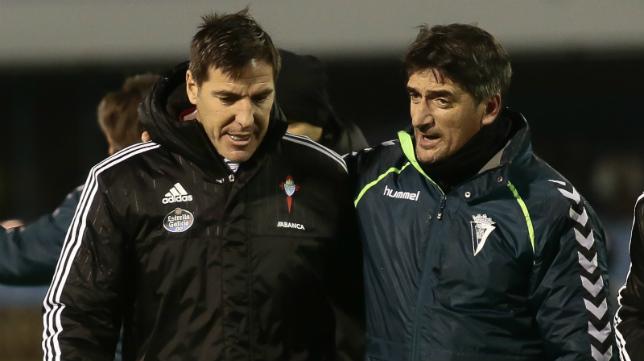 Berizzo junto al utillero del Cádiz CF, Juan Marchante, antes del partido de vuelta celebrado en Balaídos.