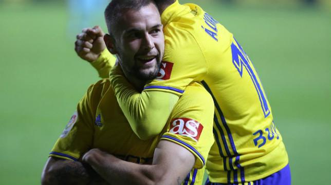 Carrillo celebra uno de sus dos goles ante el Barcelona B.