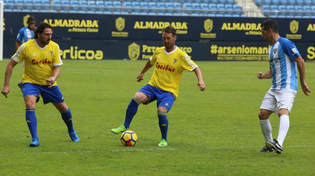 El argentino  Ariel Zárate eligió el amarillo para jugar.