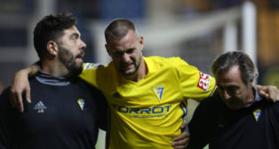 Carrillo se marchó lesionado tras marcar dos goles la temporada pasada