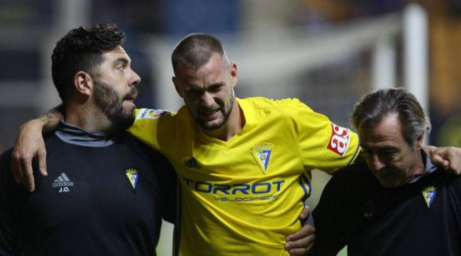 Carrillo se marchó lesionado tras marcar dos goles