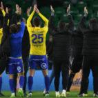 Los jugadores del Cádiz CF agraden el apoyo de la afición.