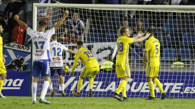 Momento del gol de Juan Villar en el encuentro de la primera vuelta.