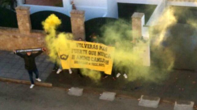 Los Brigadas Amarillas animan a José Mari en su casa.