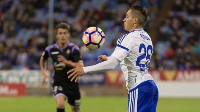 Pombo, centrocampista del Zaragoza, no estará ante el Cádiz CF por lesión.
