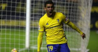 Dani Romera, delantero del Cádiz, celebrando un gol