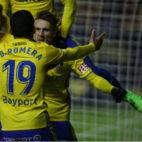 Aitor y Salvi celebran el gol de Dani Romera