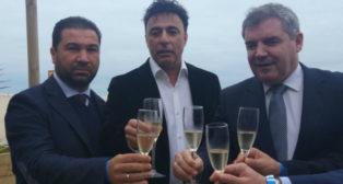 Juan Carlos Cordero, Quique Pina y Manuel Vizcaíno brindan a final de 2017.