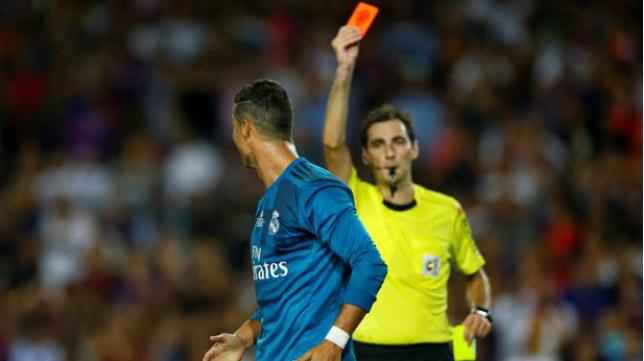 De Burgos Bengoetxea no lo dudó a la hora de expulsar a Cristiano Ronaldo en el Camp Nou.