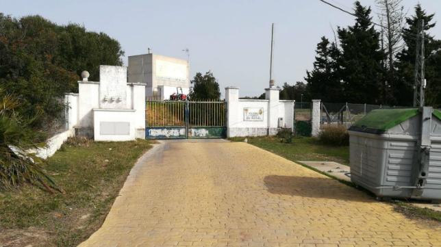 Las instalaciones de la Ciudad Deportiva de la Bahía de Cádiz (El Rosal), cerradas a cal y canto.