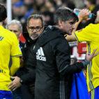 Eugeni y Carrillo se refrescan en presencia de Álvaro Cervera.