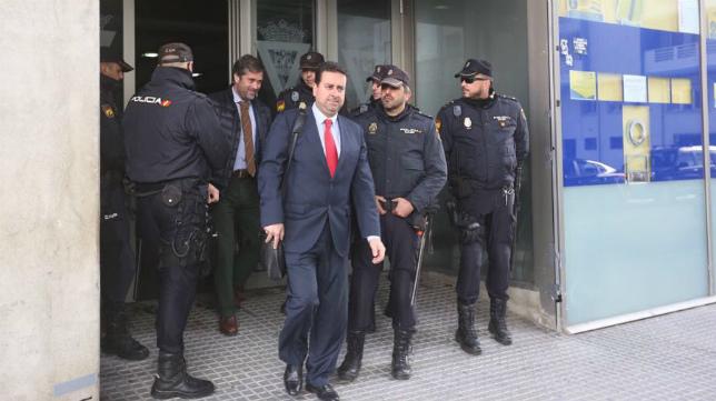 Martín José García sale de las oficinas del estadio Ramón de Carranza.