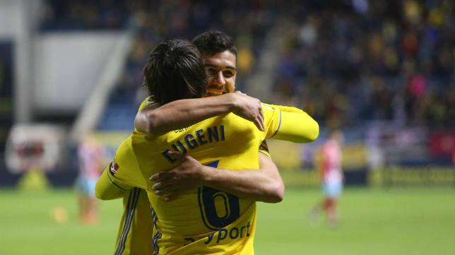 Garrido abraza a Eugeni celebrando el gol ante el Lugo.