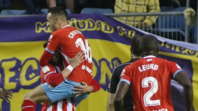 Cristian Herrera celebra el gol junto a sus compañeros (Foto: LaLiga).